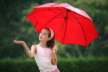 girl and umbrella